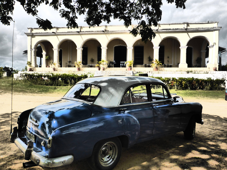 Photo 2: Cuba : visiter l'ile en Chevrolet 1952 avec un chauffeur guide adorable et pas cher !