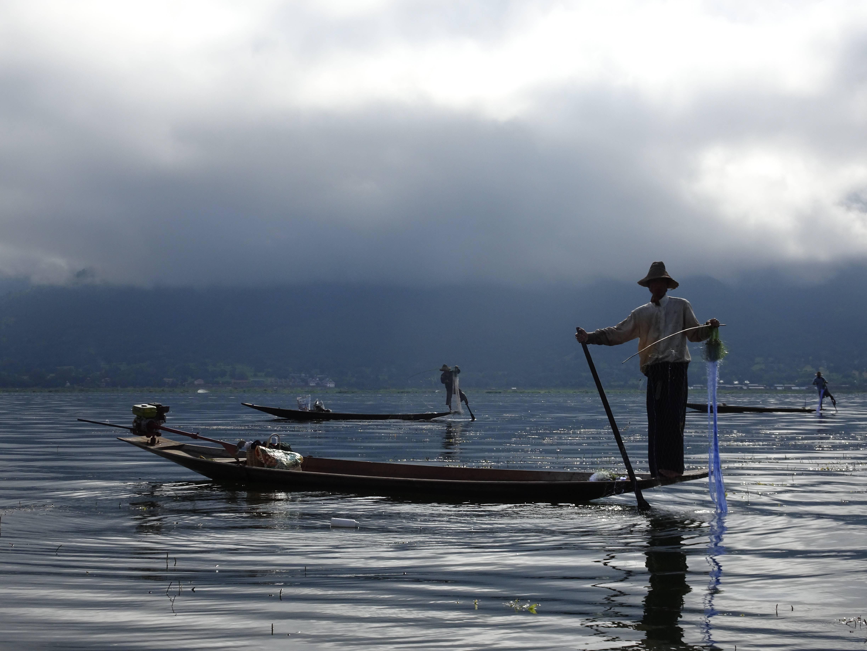 Photo 1: le lac inlé, un monde sur pilotis.
