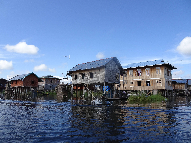 Photo 3: le lac inlé, un monde sur pilotis.