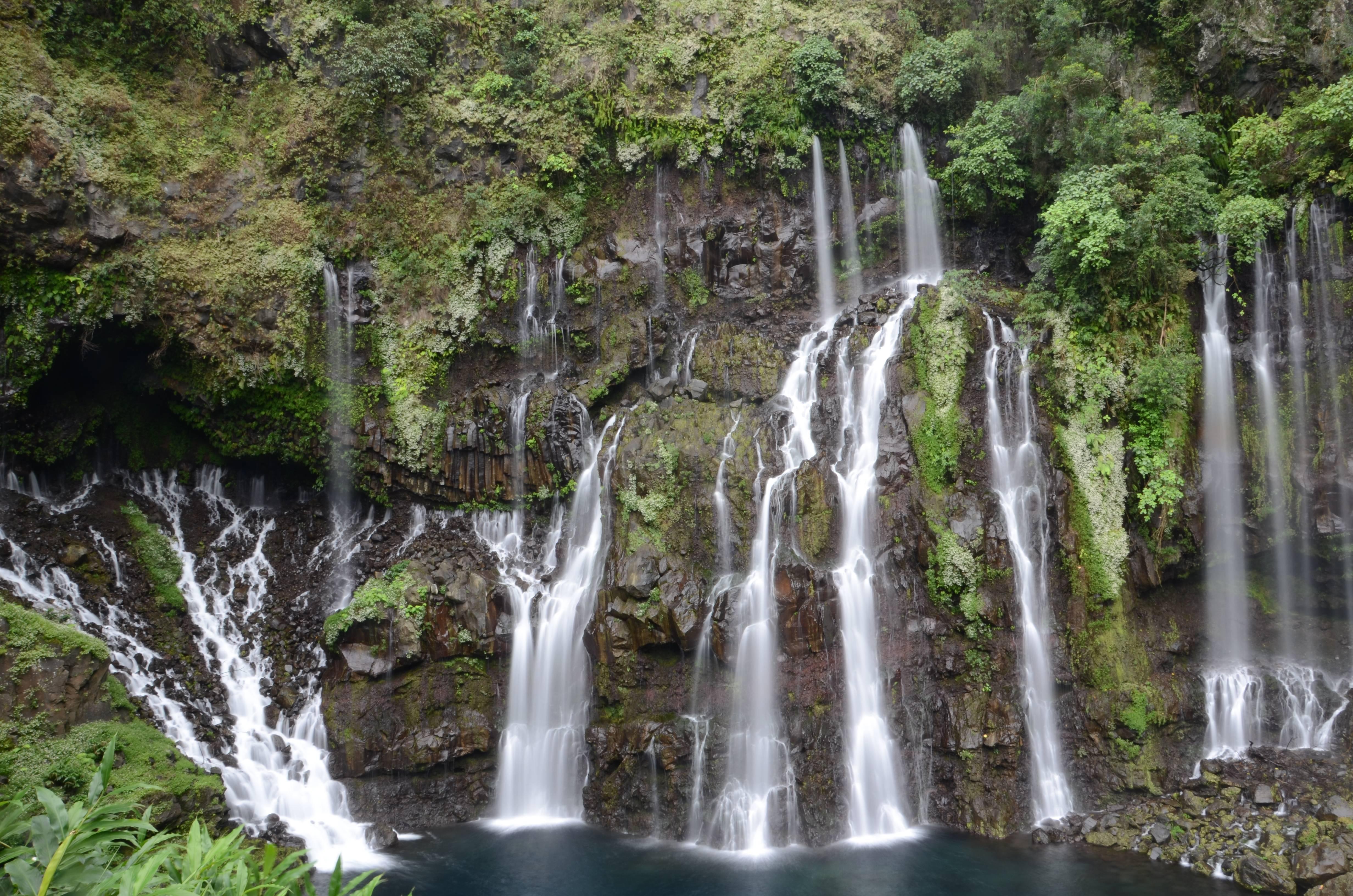Photo 1: Se baigner dans une cascade !