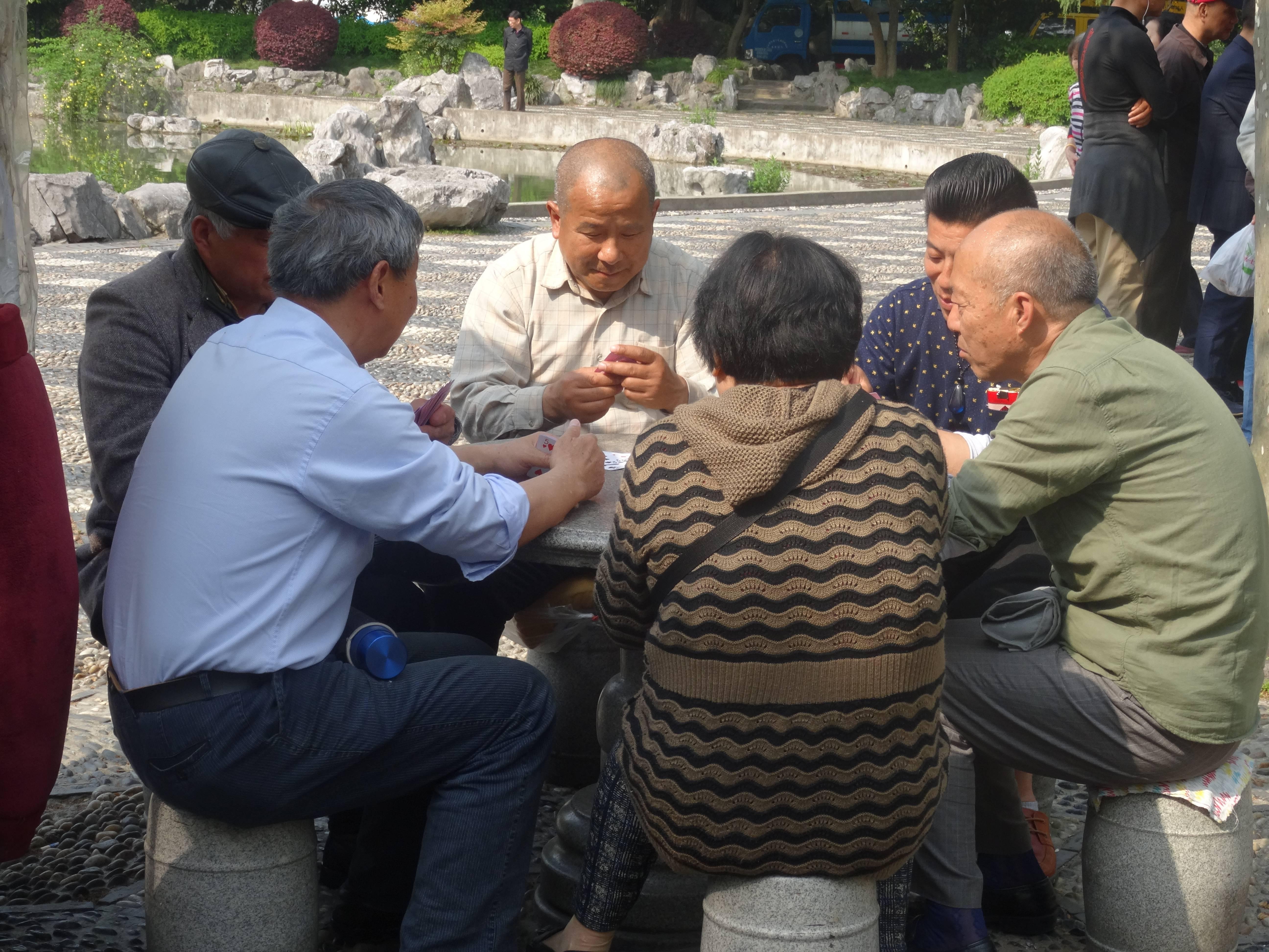 Photo 2: Shangaï, le Parc Fuxing, lieu d'échanges entre shangaïens