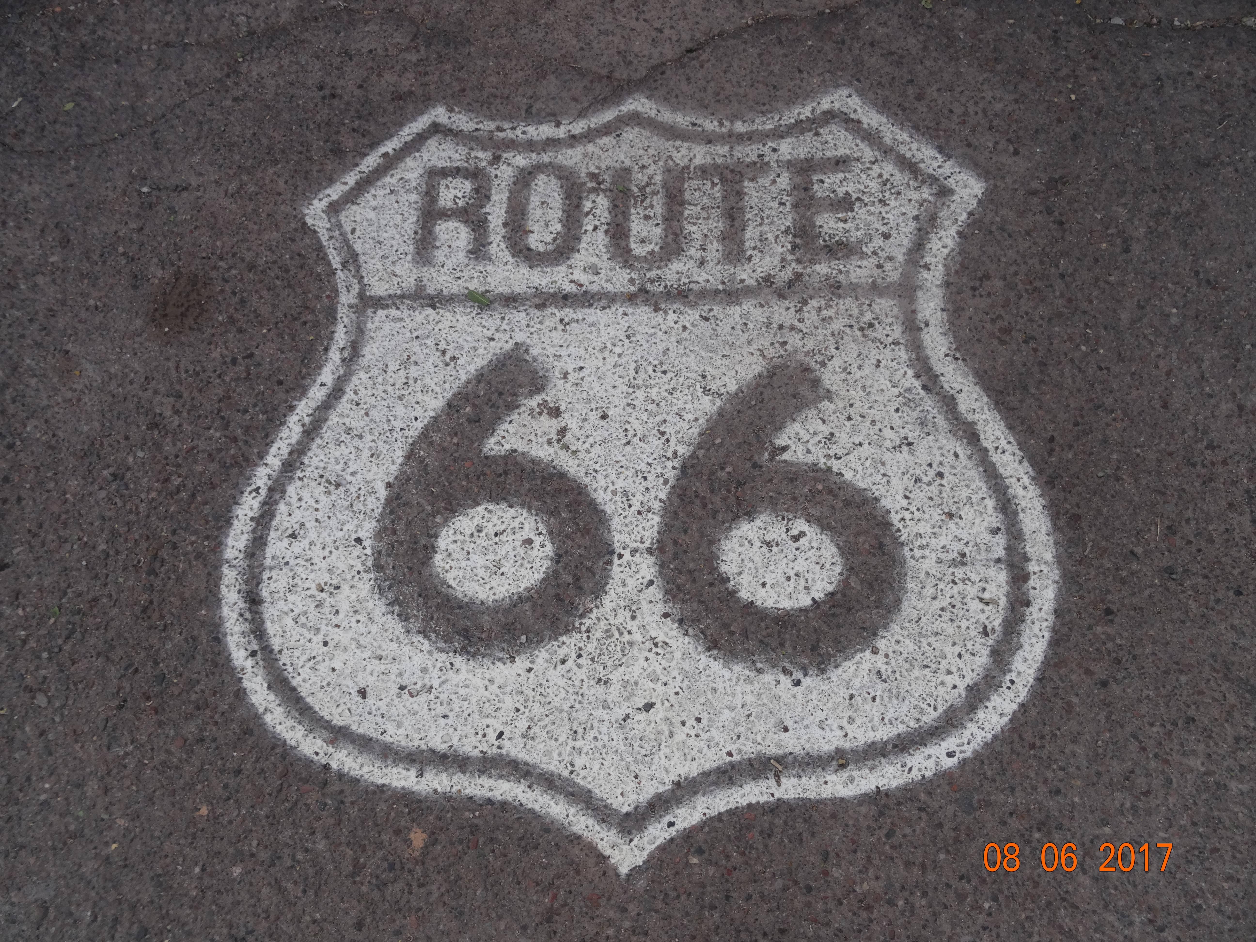 Photo 1: Petit arrêt sur la mythique Route 66 - USA