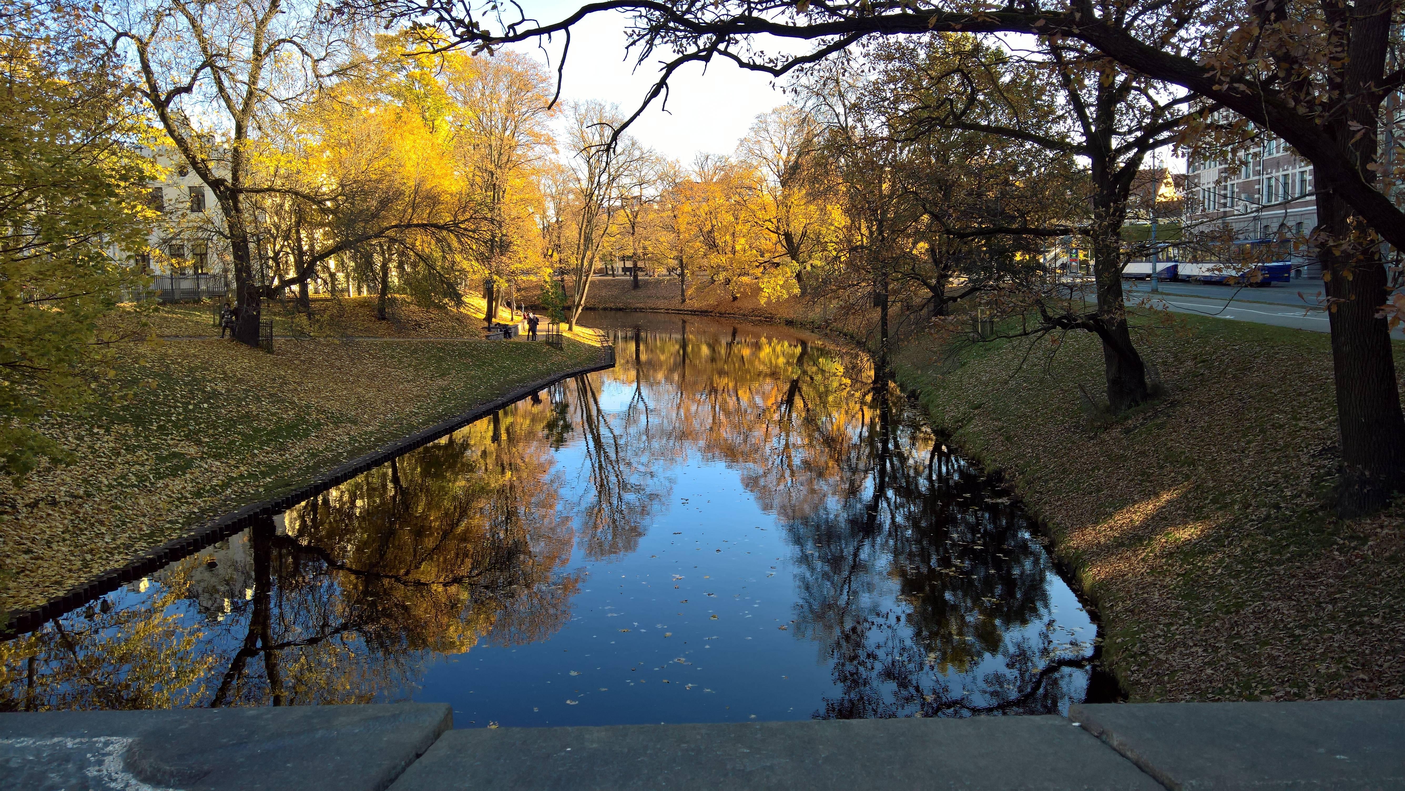 Photo 1: Riga et ses couleurs automnales