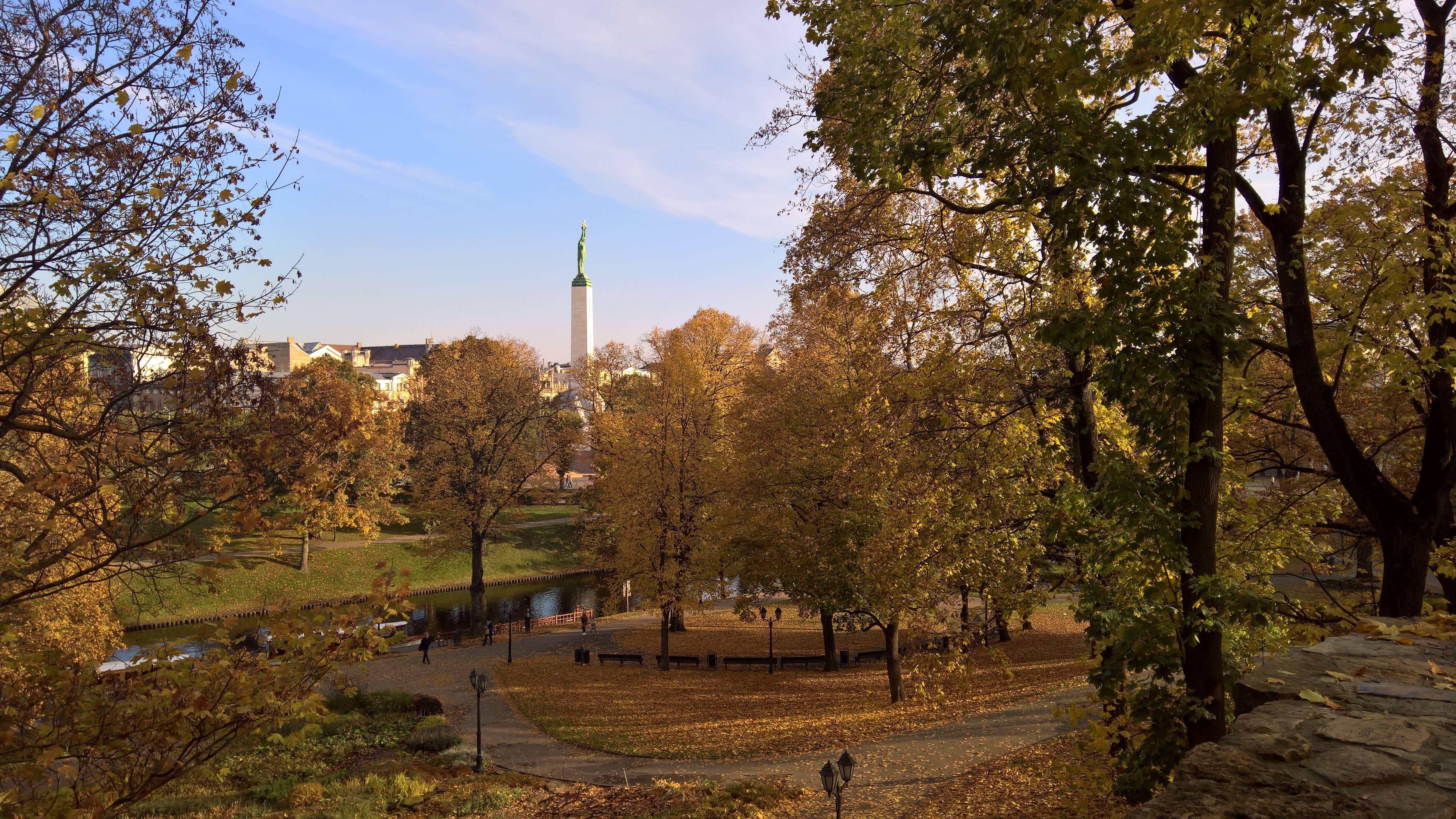 Photo 2: Riga et ses couleurs automnales