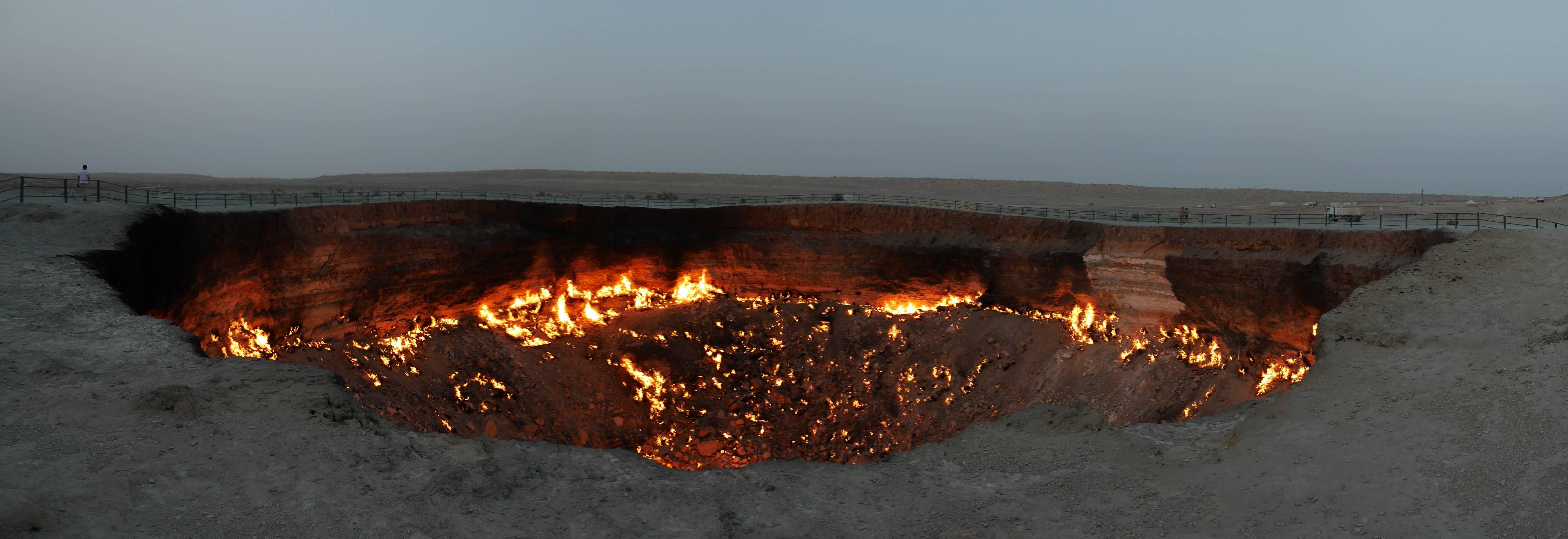 Photo 2: Darvaza - Les portes de l'enfer