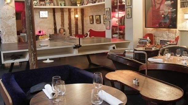 Photo 1: Restaurant avec un cadre et déco originaux : Le derrière