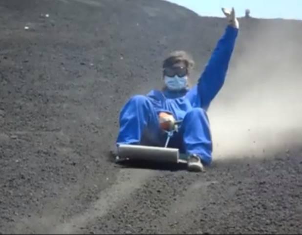 Photo 1: Luge sur le volcan Cerro Negro