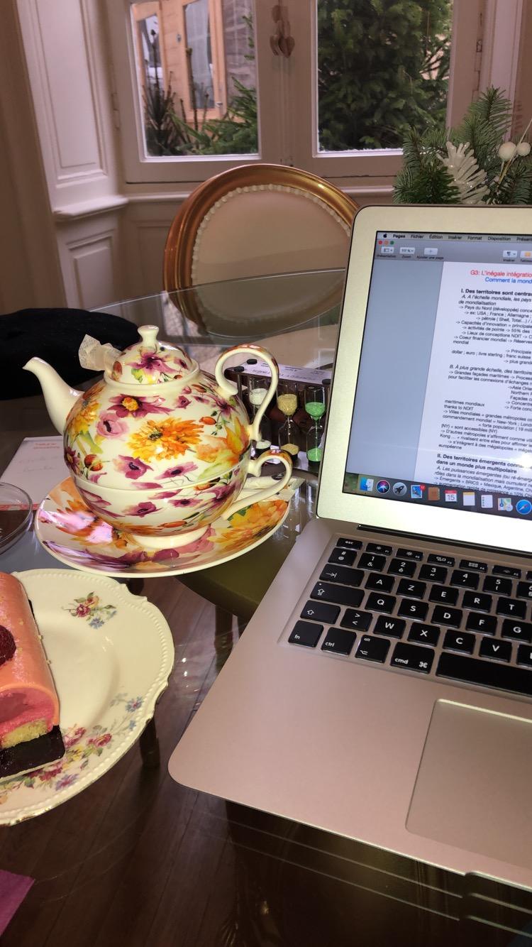 Photo 1: Le Boudoir de Jeanne : le lieu où j'aime réviser mes cours !
