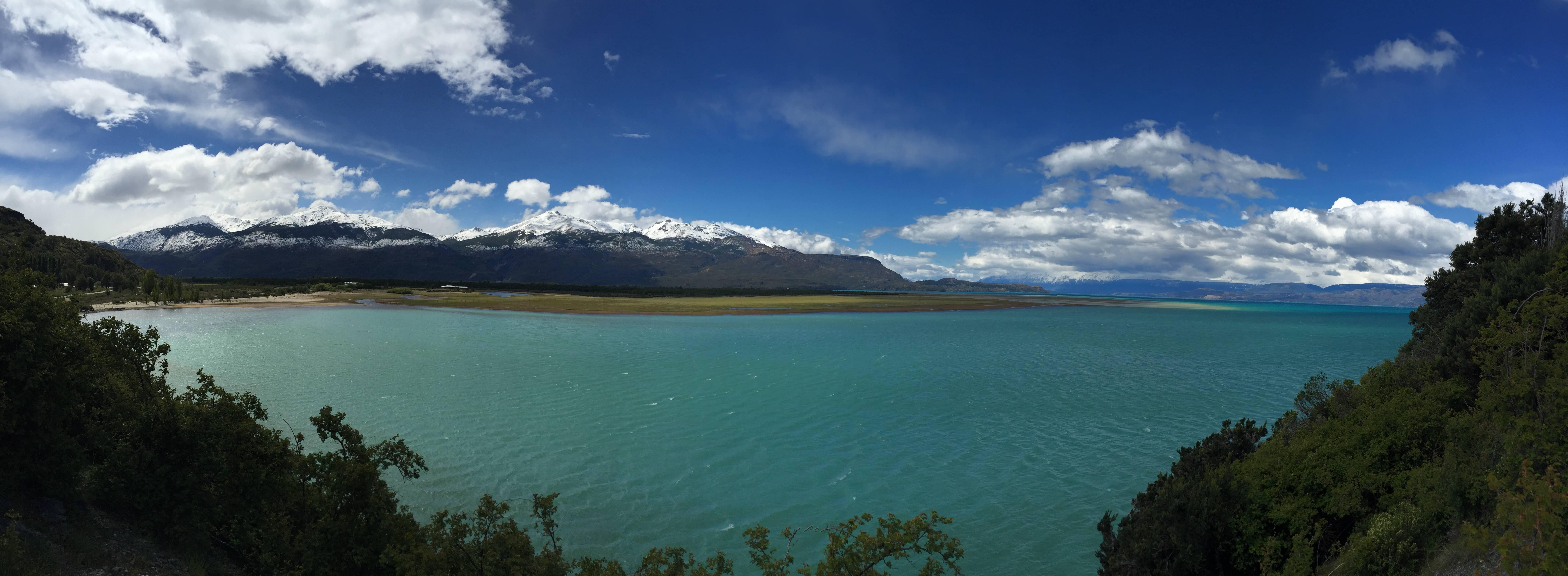 Photo 3: Lago General Carrera, l'eau turquoise de Bora Bora 30° en moins