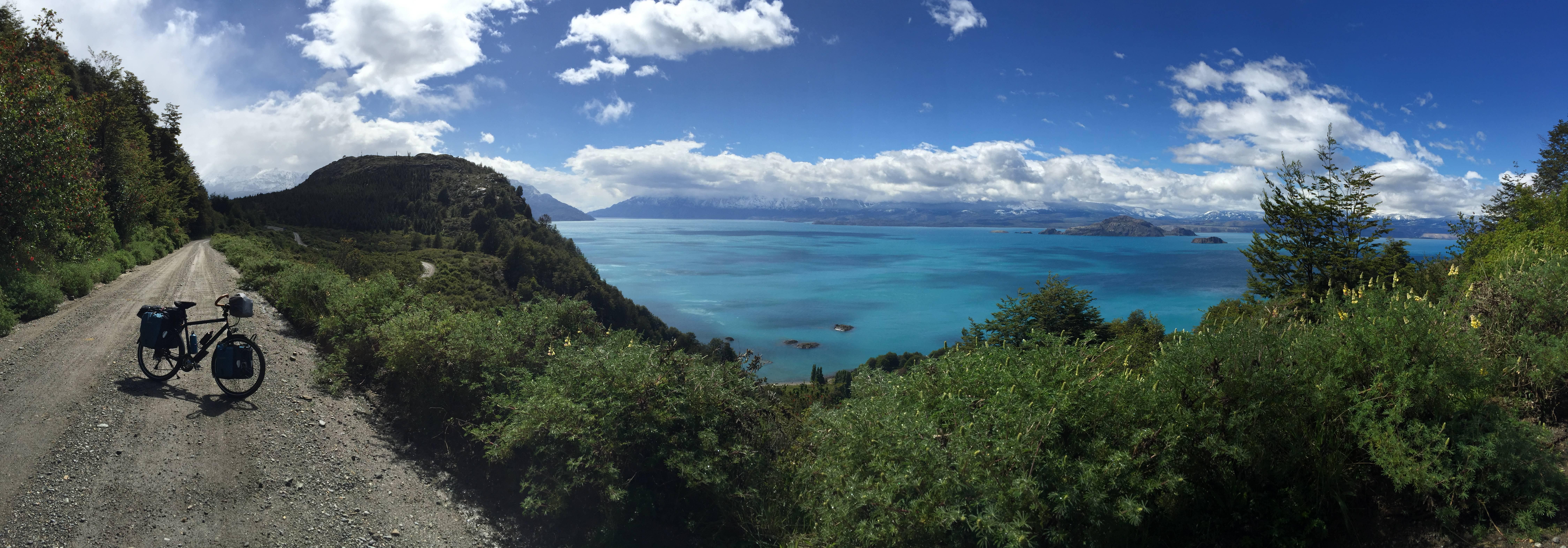 Photo 2: Lago General Carrera, l'eau turquoise de Bora Bora 30° en moins