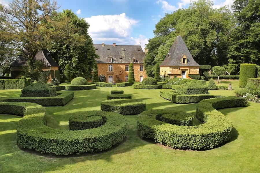 Photo 1: Les jardins d'Eyrignac en Famille