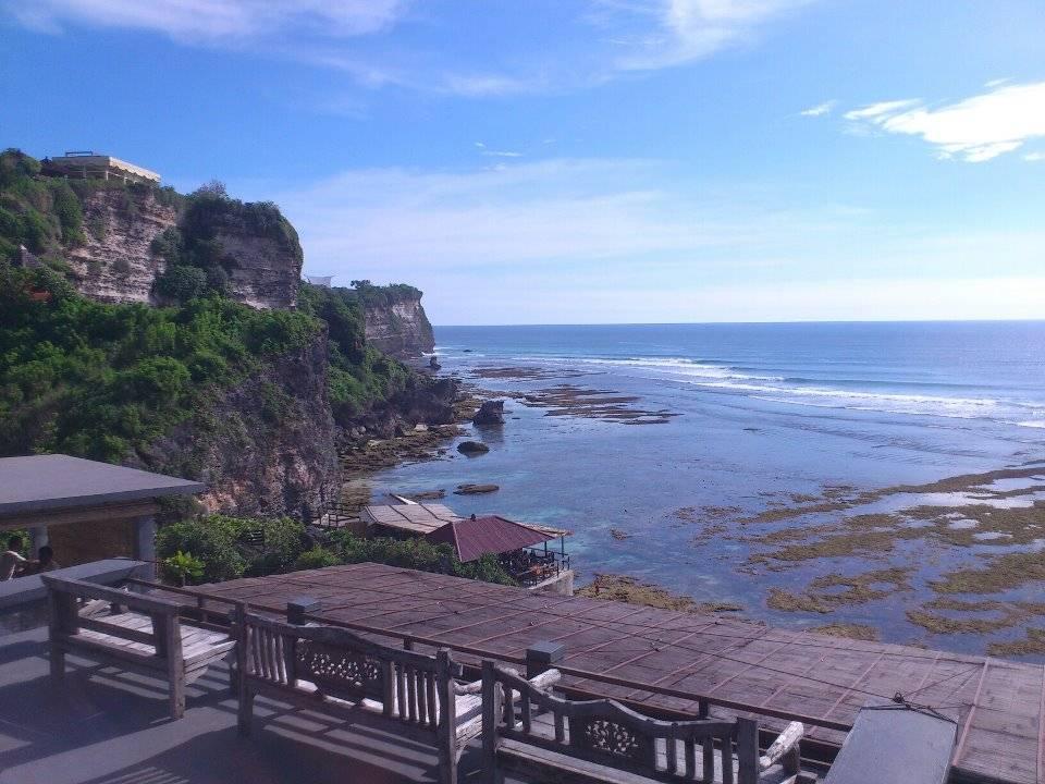 Photo 1: Uluwatu, entre temples et surf indonésien