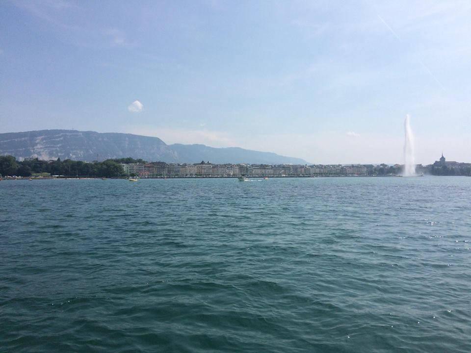 Photo 2: Prendre le large sur le Lac Léman