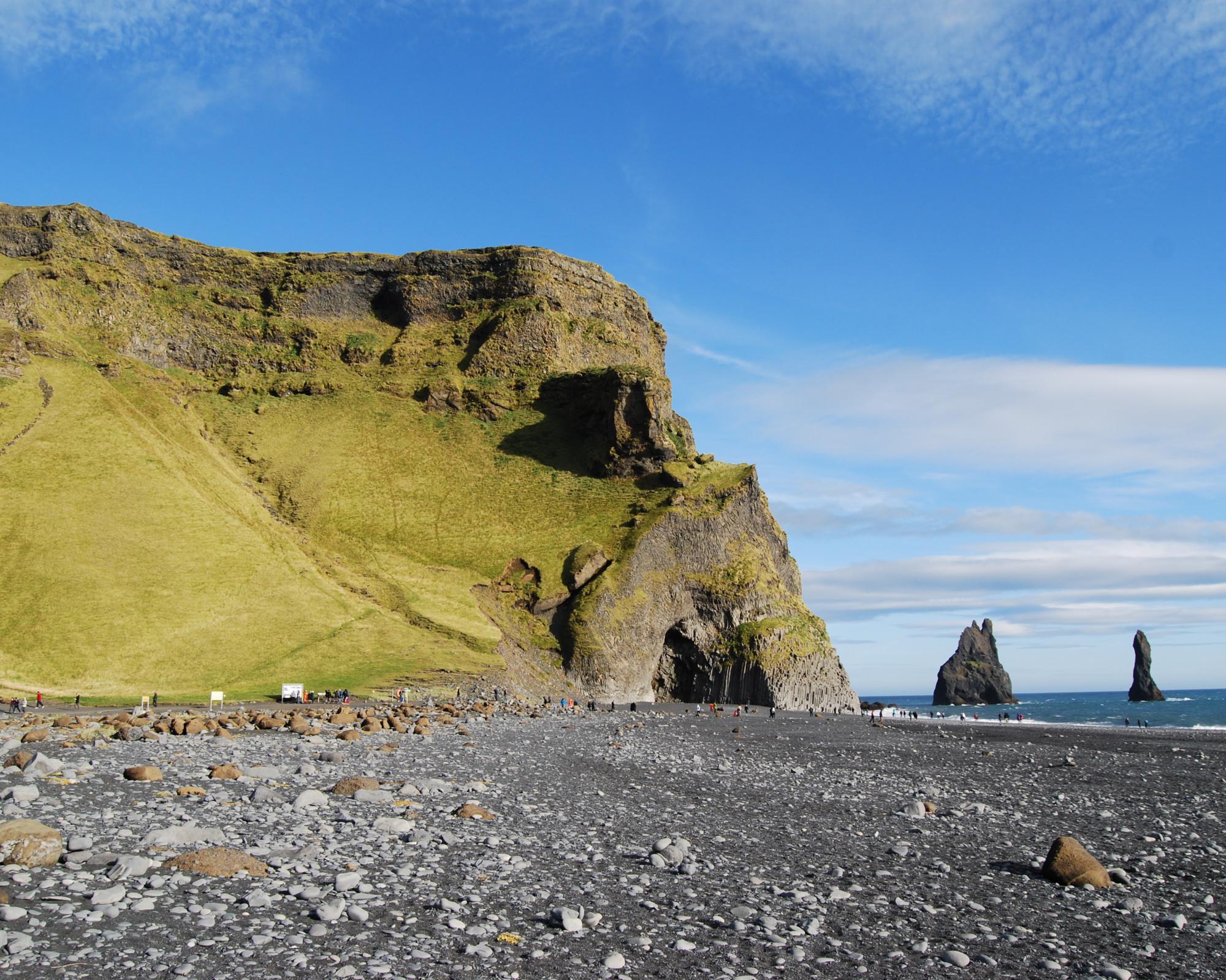Photo 2: Reynisdrangar, au bord de l'océan